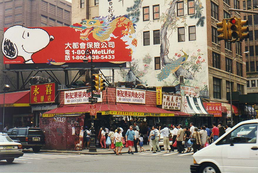 Manhattan: Little Italy, So Ho, China Town, near Brooklyn Bridge
