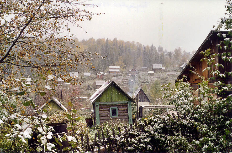 Early snowfall over summer houses of a mining...in Siberia, near Kemerovo. Russia