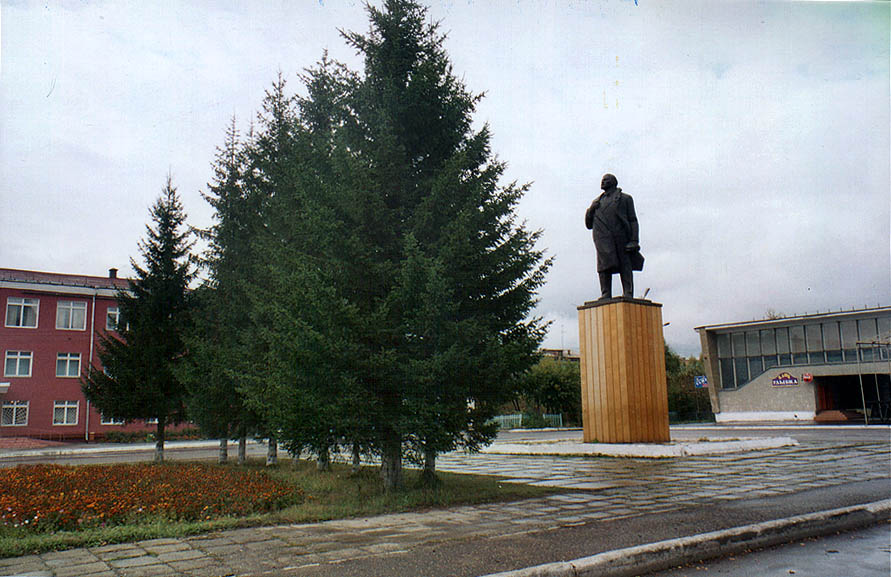 V. I. Lenin monument in a central square of...city near Kemerovo in Siberia. Russia