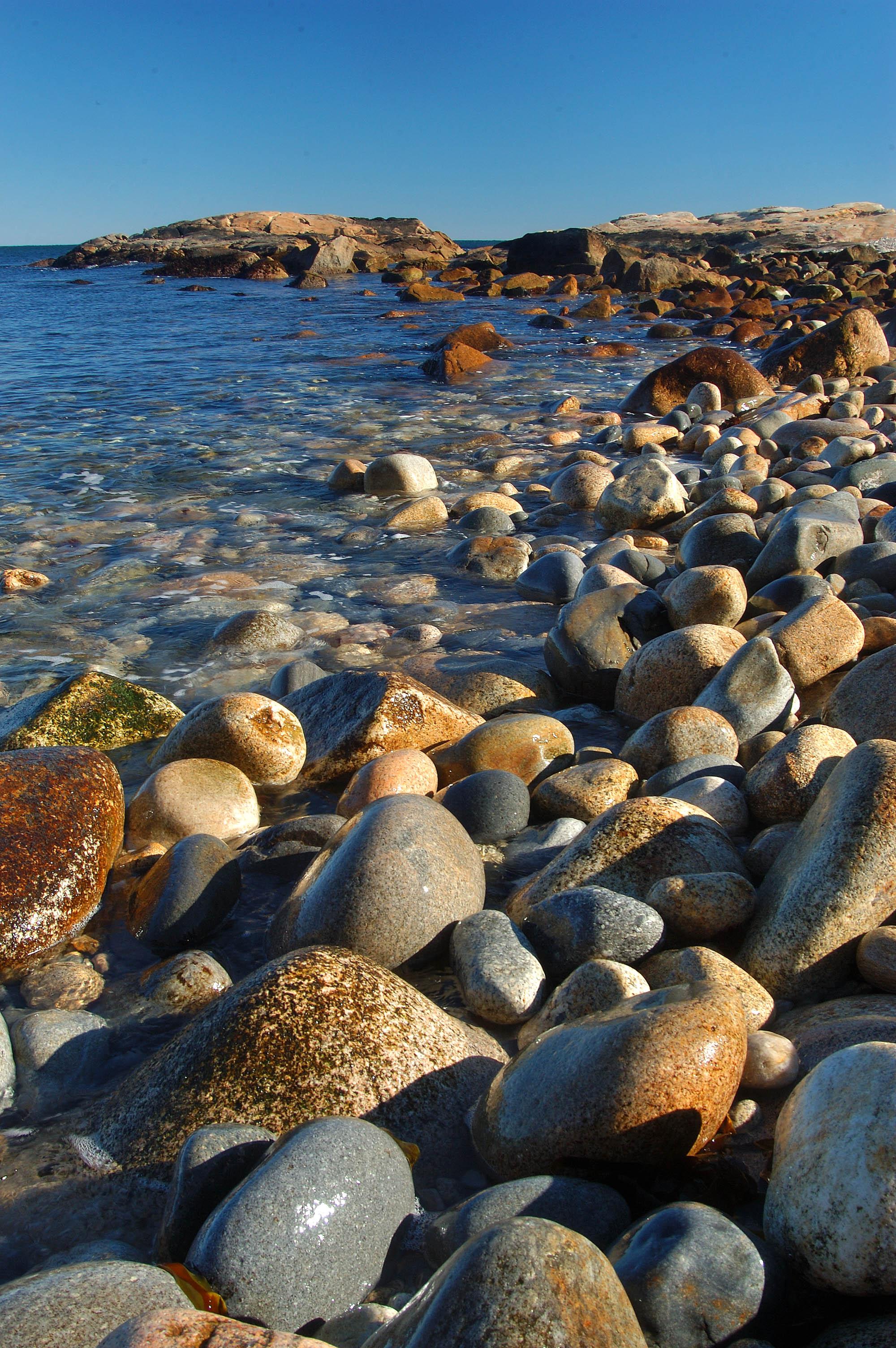 Photo 365-21: Rocky Beach In Black Point. Narragansett