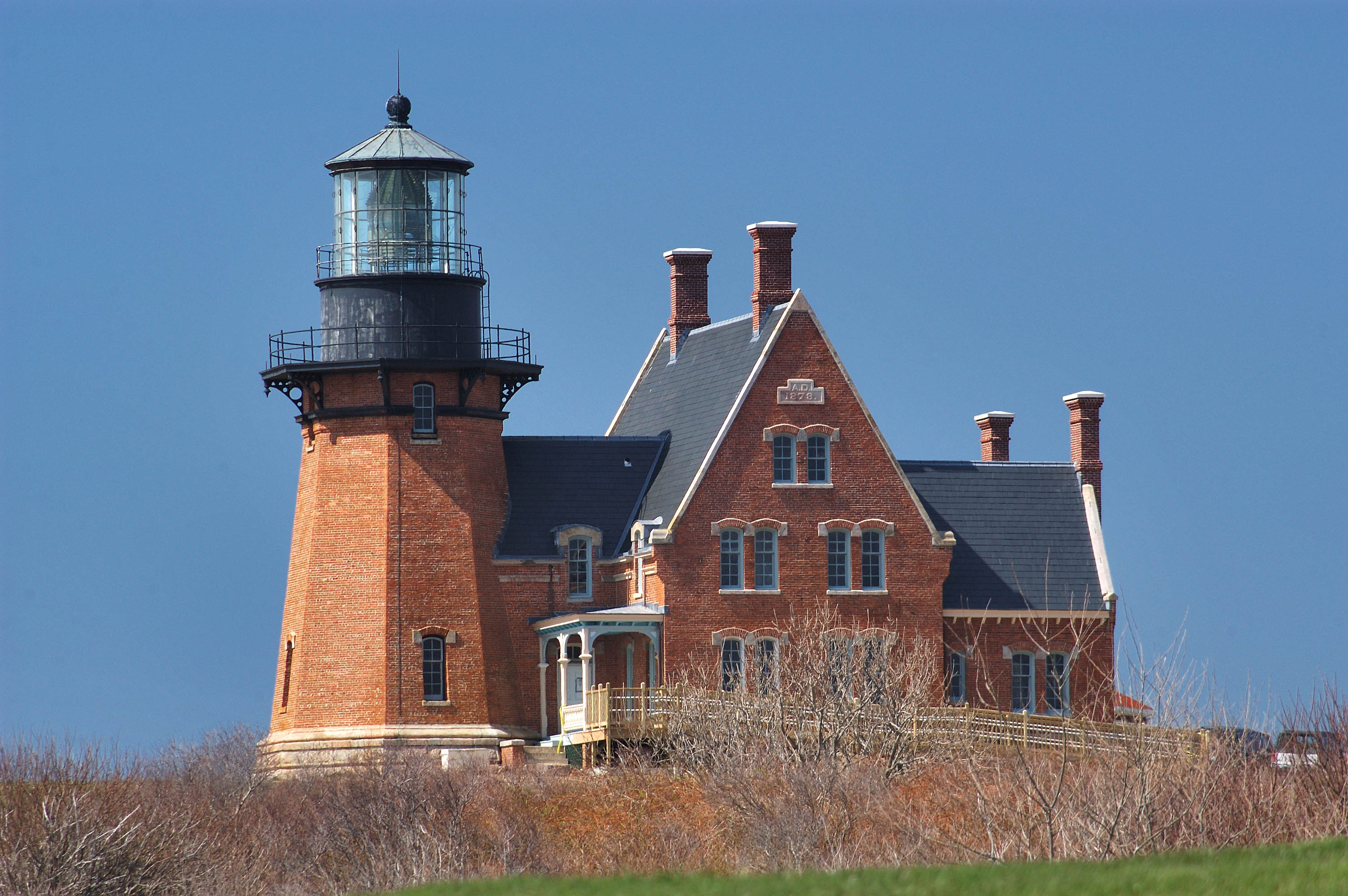 Photo 388 09 southeast lighthouse in block island view for Block island cottage