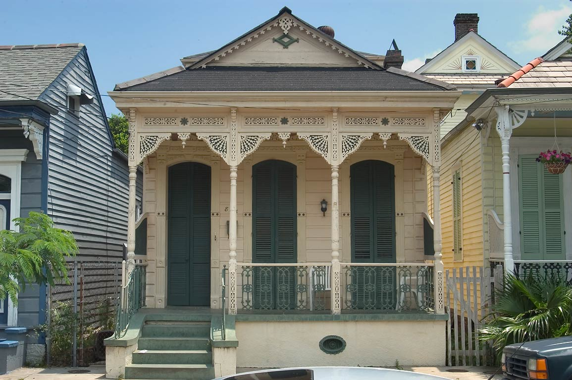 Photo 449 06 a shotgun house near burgundy street in for Shotgun home designs