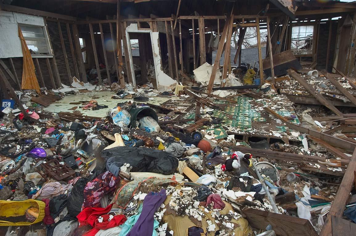 Slideshow 499 11 household items inside a damaged house for Household items for new house