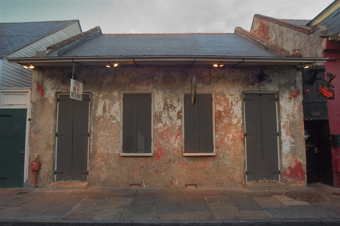 A Creole cottage at 732-738 Toulouse St. near...Dungeon cafe). New Orleans, Louisiana