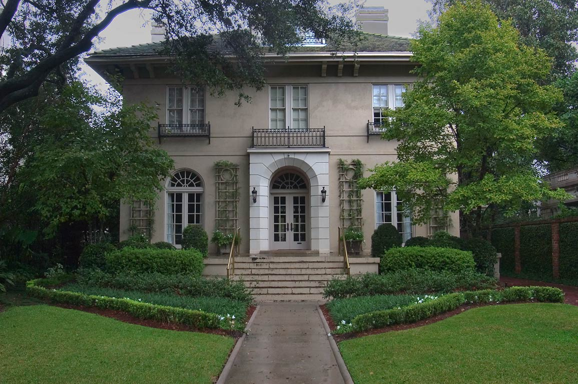 The Bentley House at 6149 St.Charles Ave.. New Orleans, Louisiana