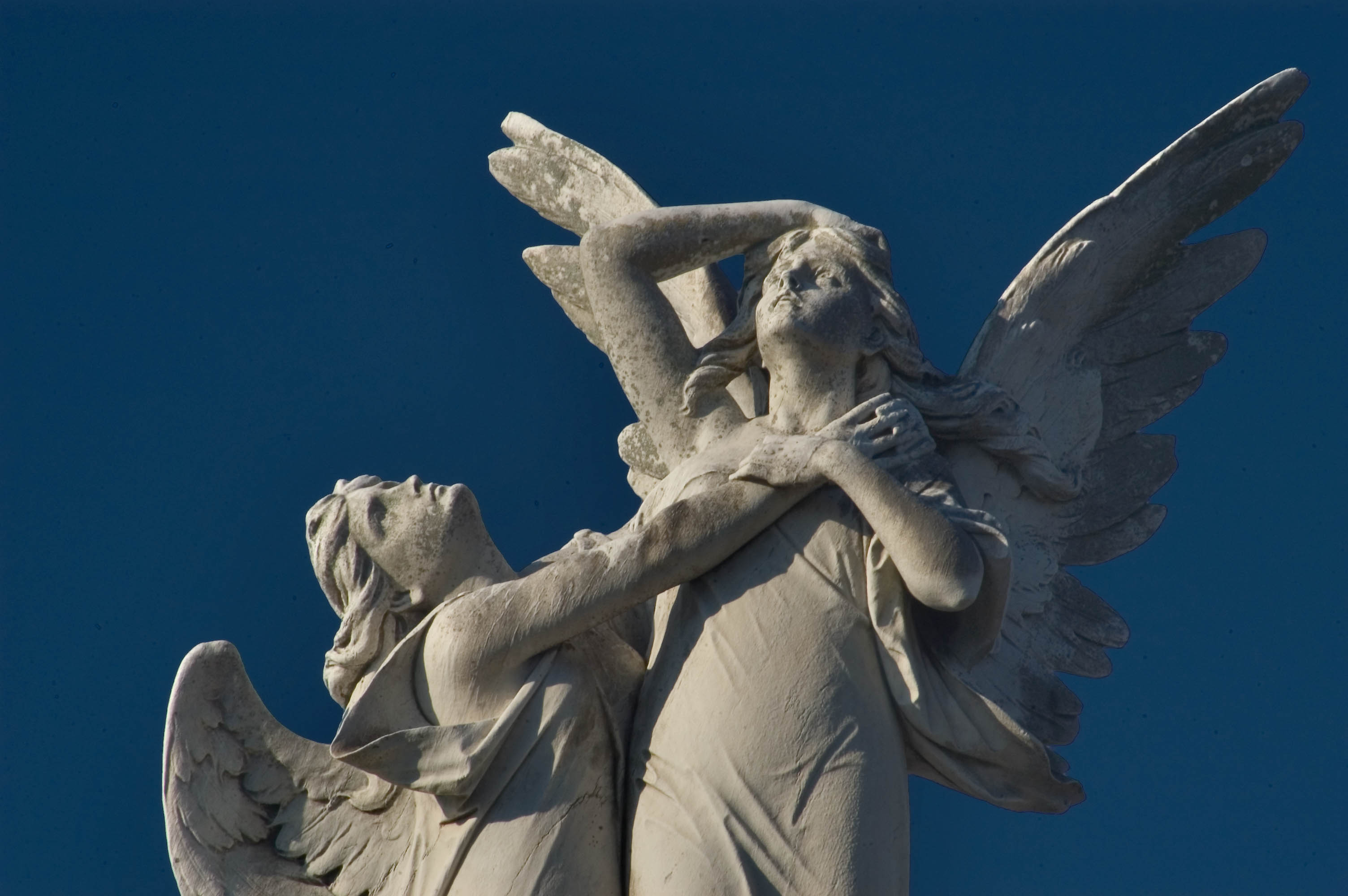 Photo 554-06: Marble Angels Clasping Each Other Over A
