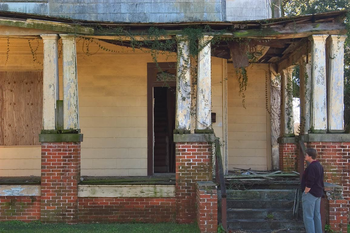 A ruin on Charles St. near Railroad Ave.. Donaldsonville, Louisiana