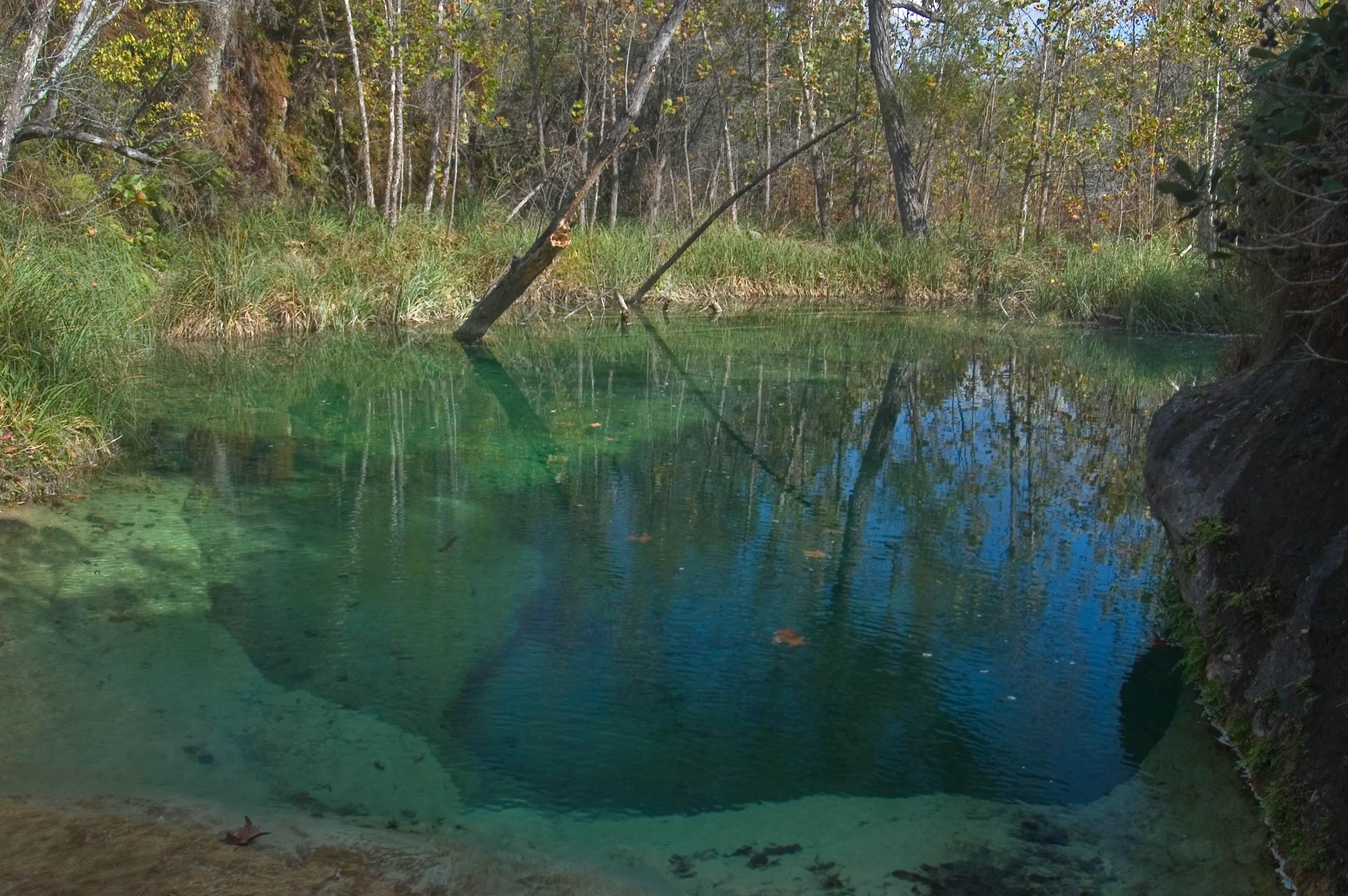 Photo 603-16: Turquois pool of Bee Creek near Wolf ...