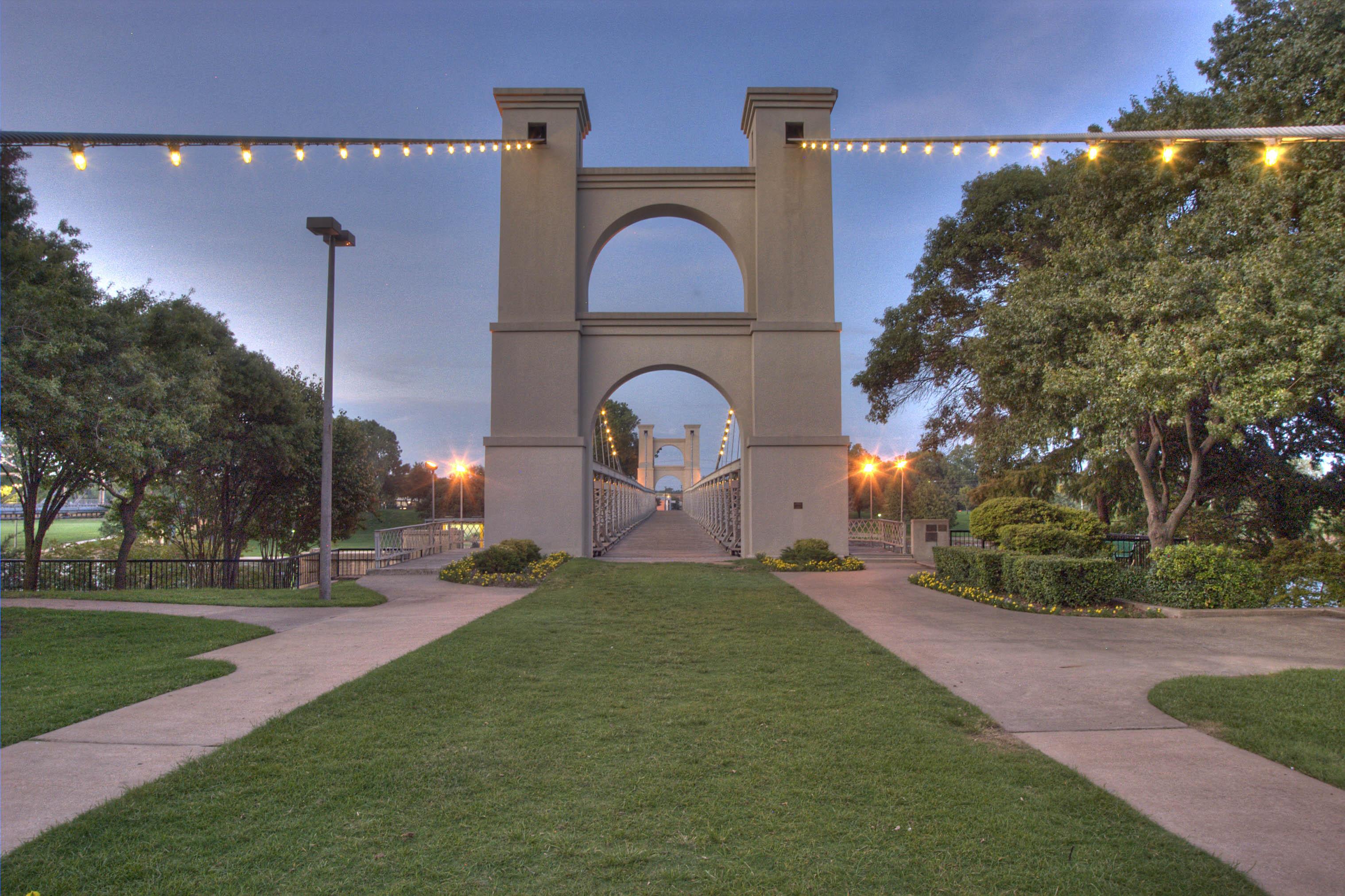 Photo 666 26 Waco Suspension Bridge South West Entrance