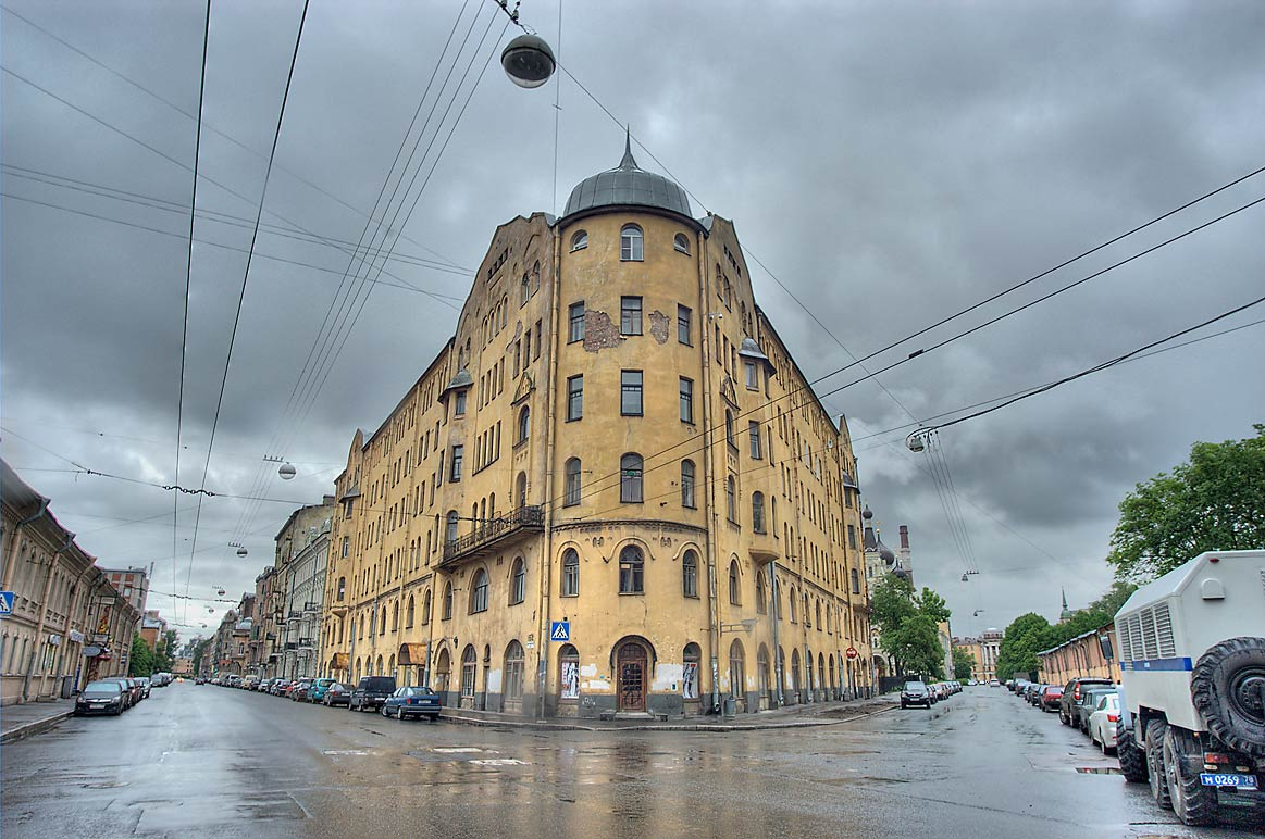 Round house at 5/2 Mytninskaya, a corner of 5-ya...Sands) area. St.Petersburg, Russia