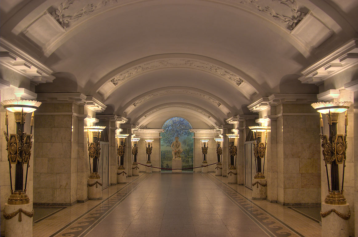 Why in the Leningrad metro station was built with doors on the platform