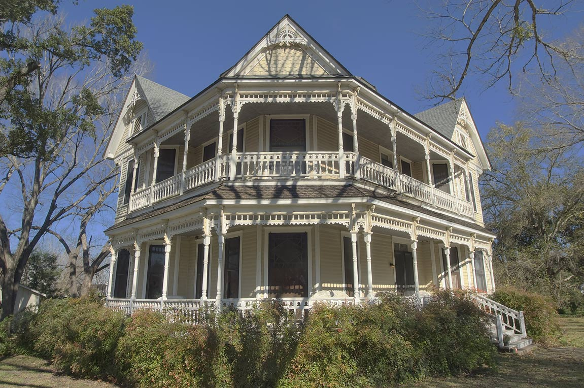 Collat-Hucks House (1892) at 401 Gregg St., a corner of Beech St.. Calvert, Texas