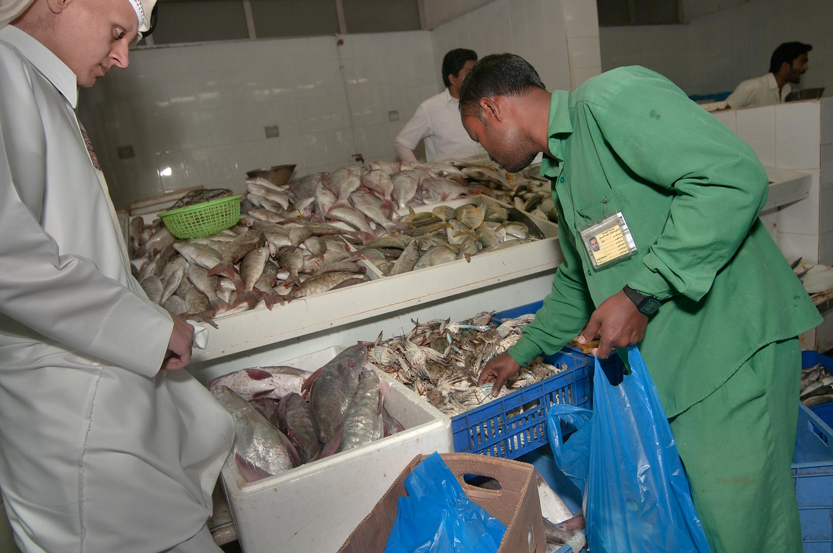 Photo 916 08 workers holding a large fish in central fish for Central fish market