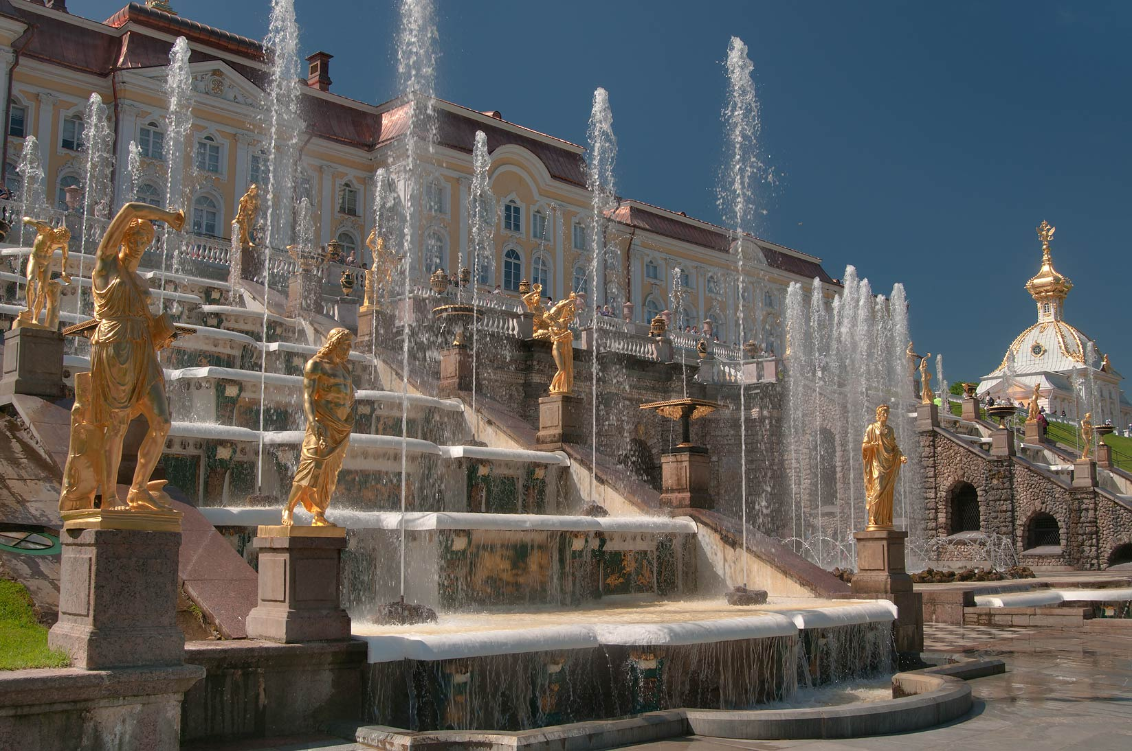 Fountains of grand cascade in peterhof west from saint petersburg
