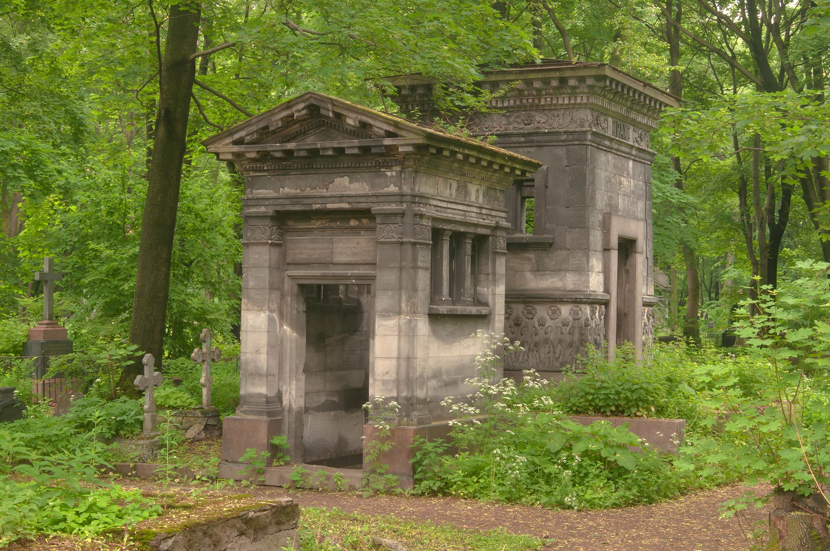 Photo 872-20: Stone mausoleum in Novodevichye Cemetery at Moskovskiy Prospekt...
