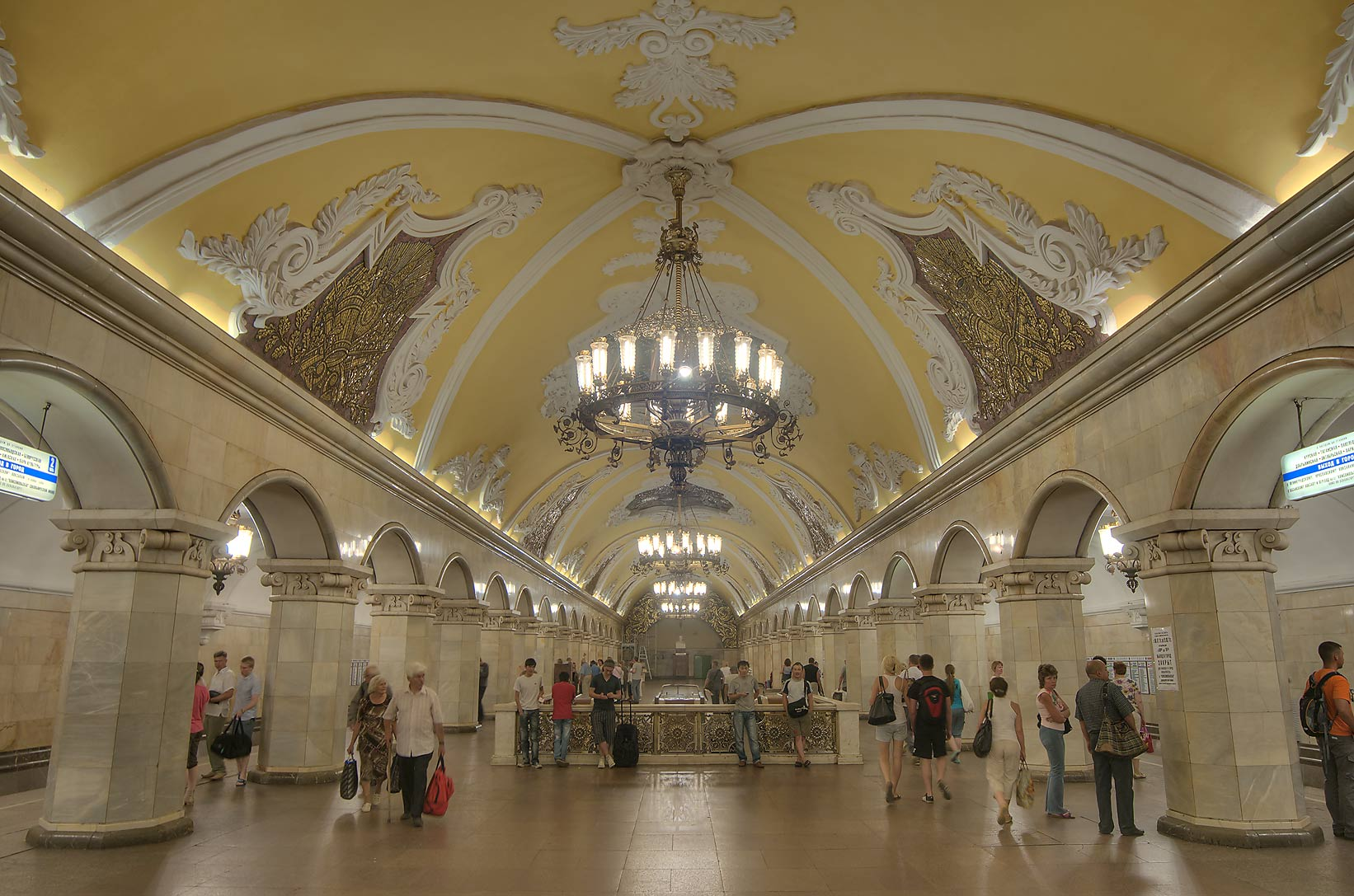 Large vestibule of Komsomolskaya Metro (subway) station. Moscow, Russia