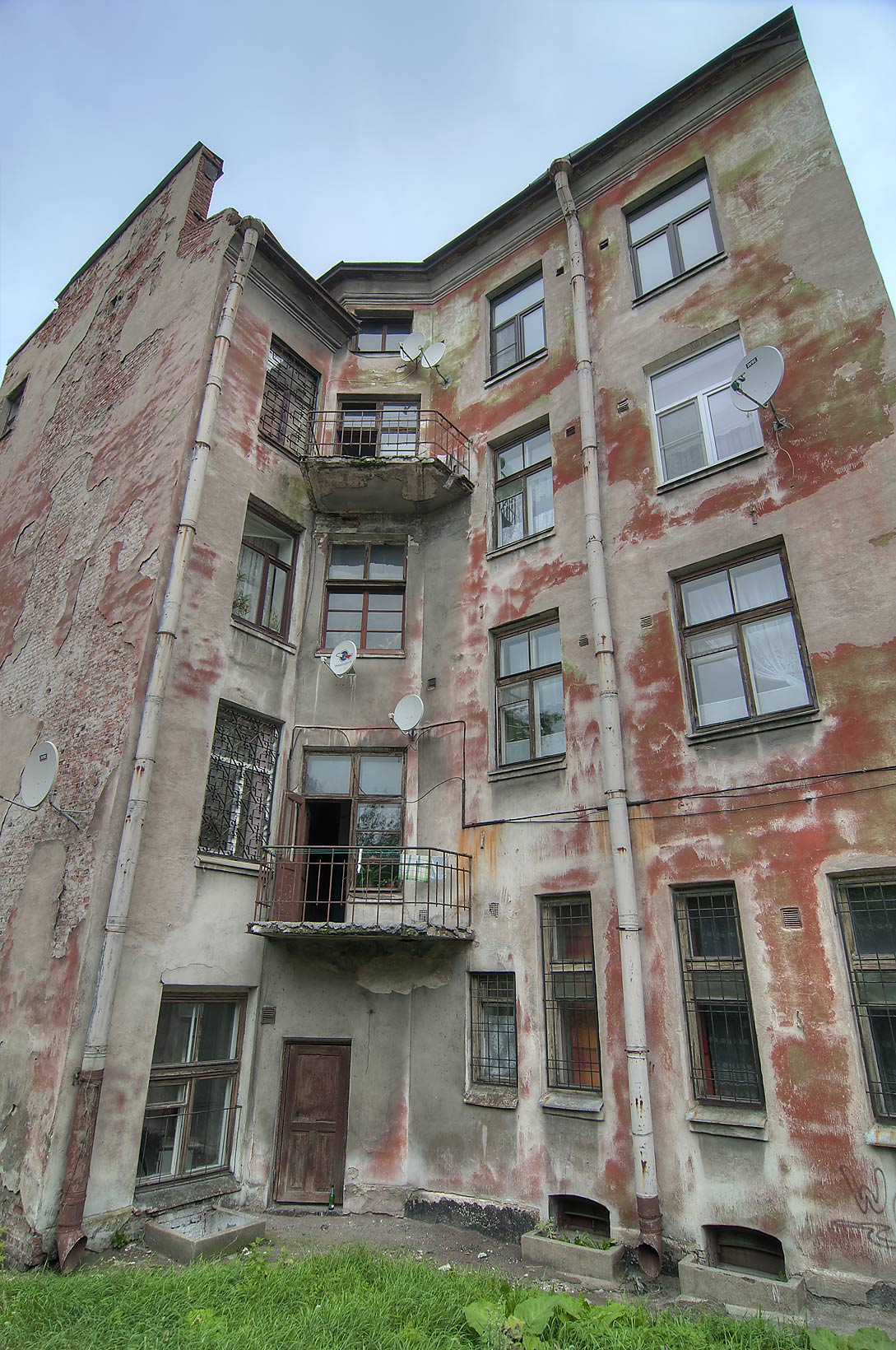 Rusty house near Mira St.. Vyborg, Russia