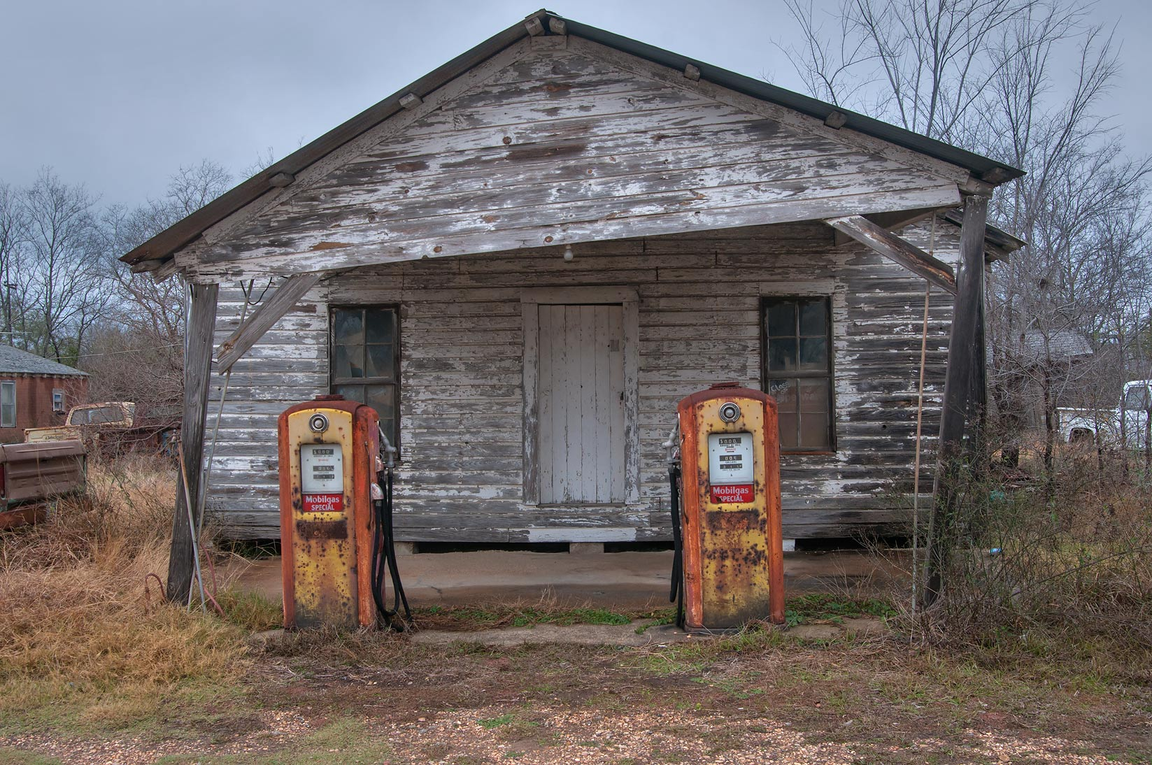 Old gas station at crossing of FM 39 S with FM 39 in North Zulch. Texas