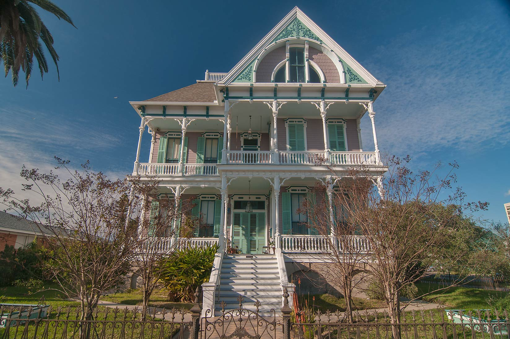 Photo 1136 05 gus reymershoffer house 1887 at 1302 for Galveston home builders