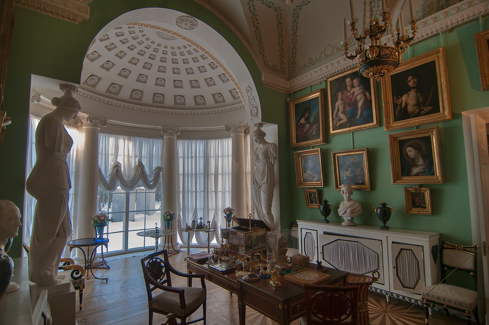 Half rotunda in Kabinet Fonarik (Light Room) in...a suburb of St.Petersburg, Russia