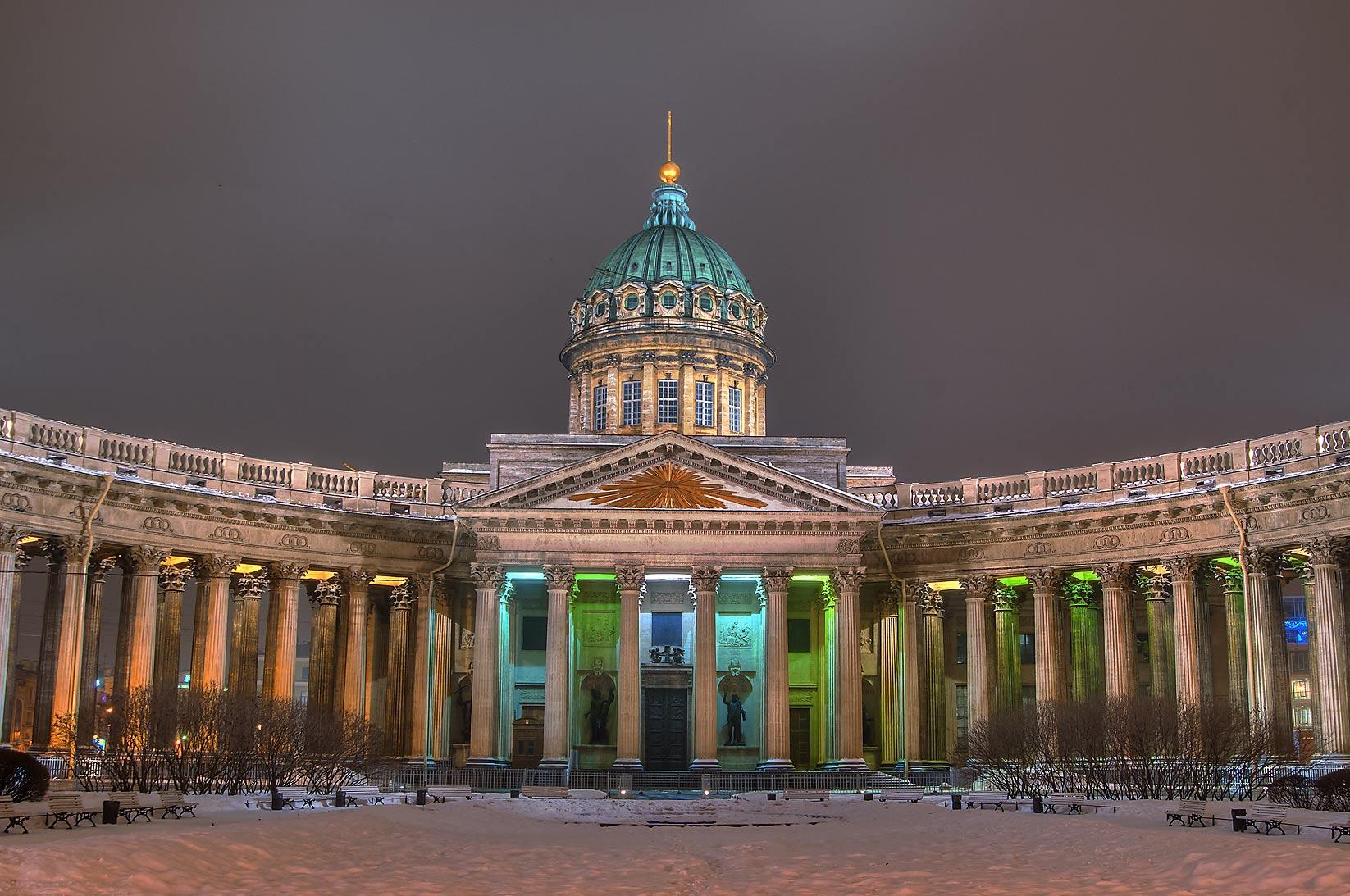 http://www.asergeev.com/p/xl-2013-1148-09/saint_petersburg_koporye-kazansky_sobor_cathedral_our_lady.jpg