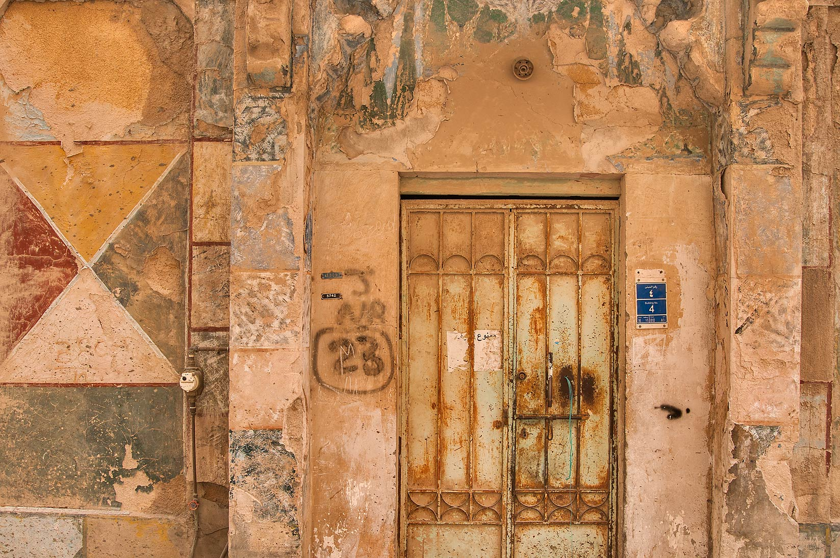 photo 1200 16 weathered painting on walls at 4 ibn abdul muttalib