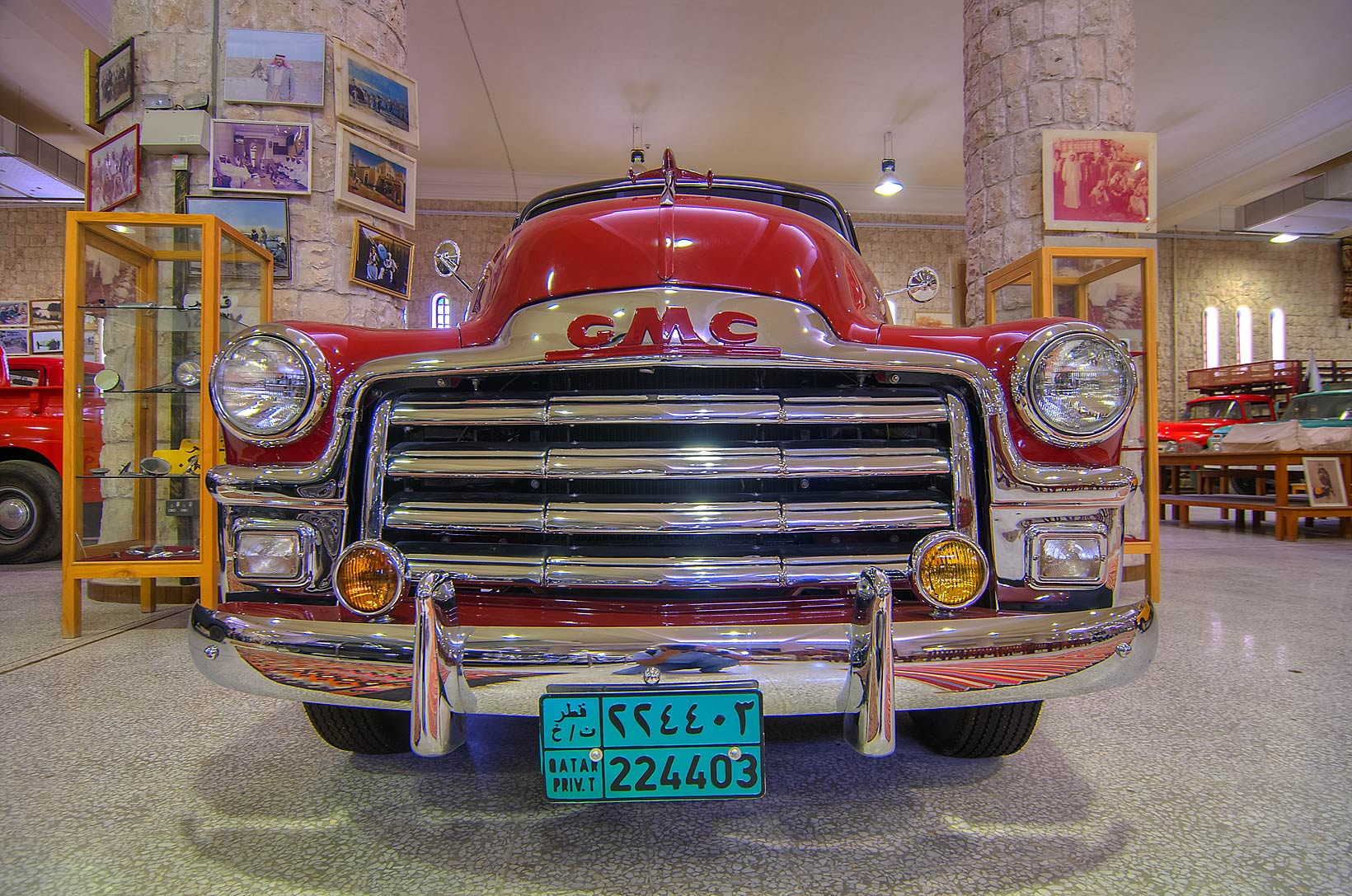 Vintage cars - search in pictures