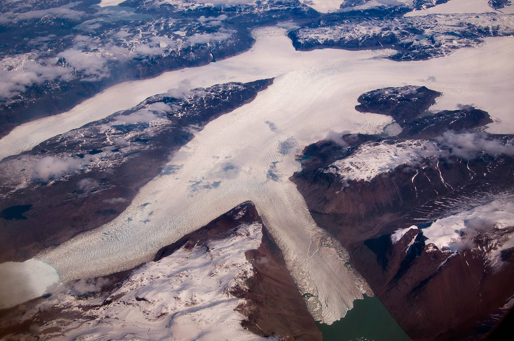 Glacier flowing to Tunugduareik Lake north from...Frankfurt, Germany to Toronto, Canada