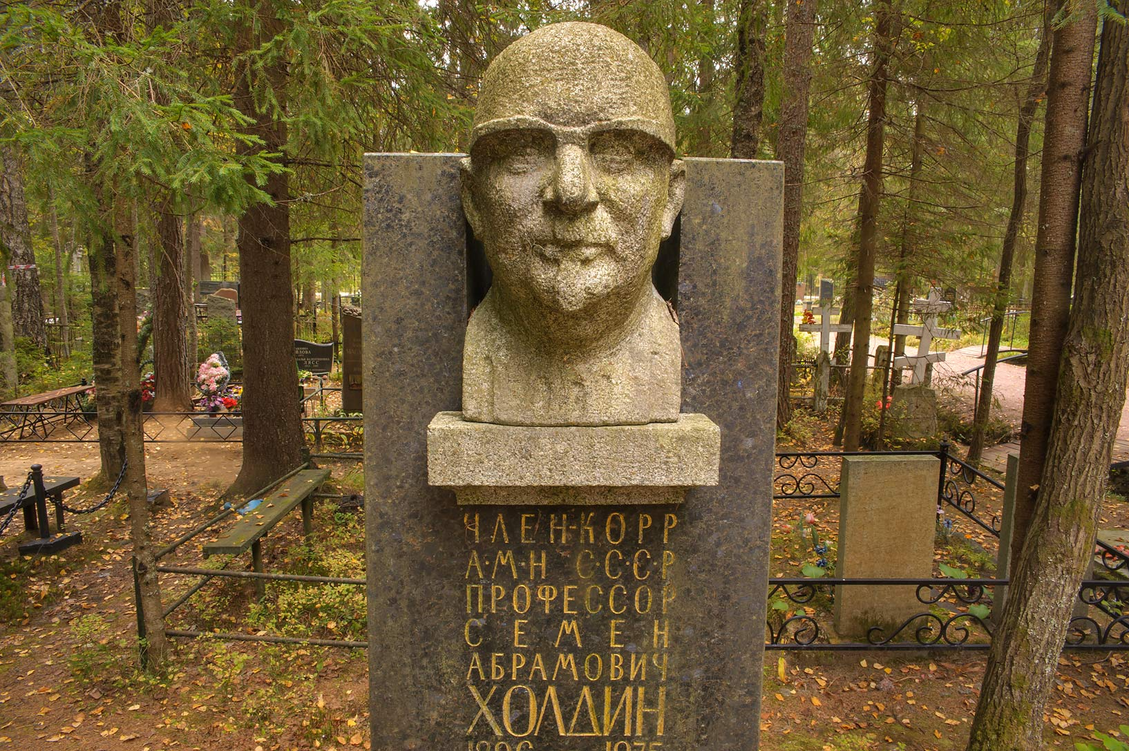 Tomb of a Soviet medical scientist S. A. Holdin...miles west from St.Petersburg. Russia