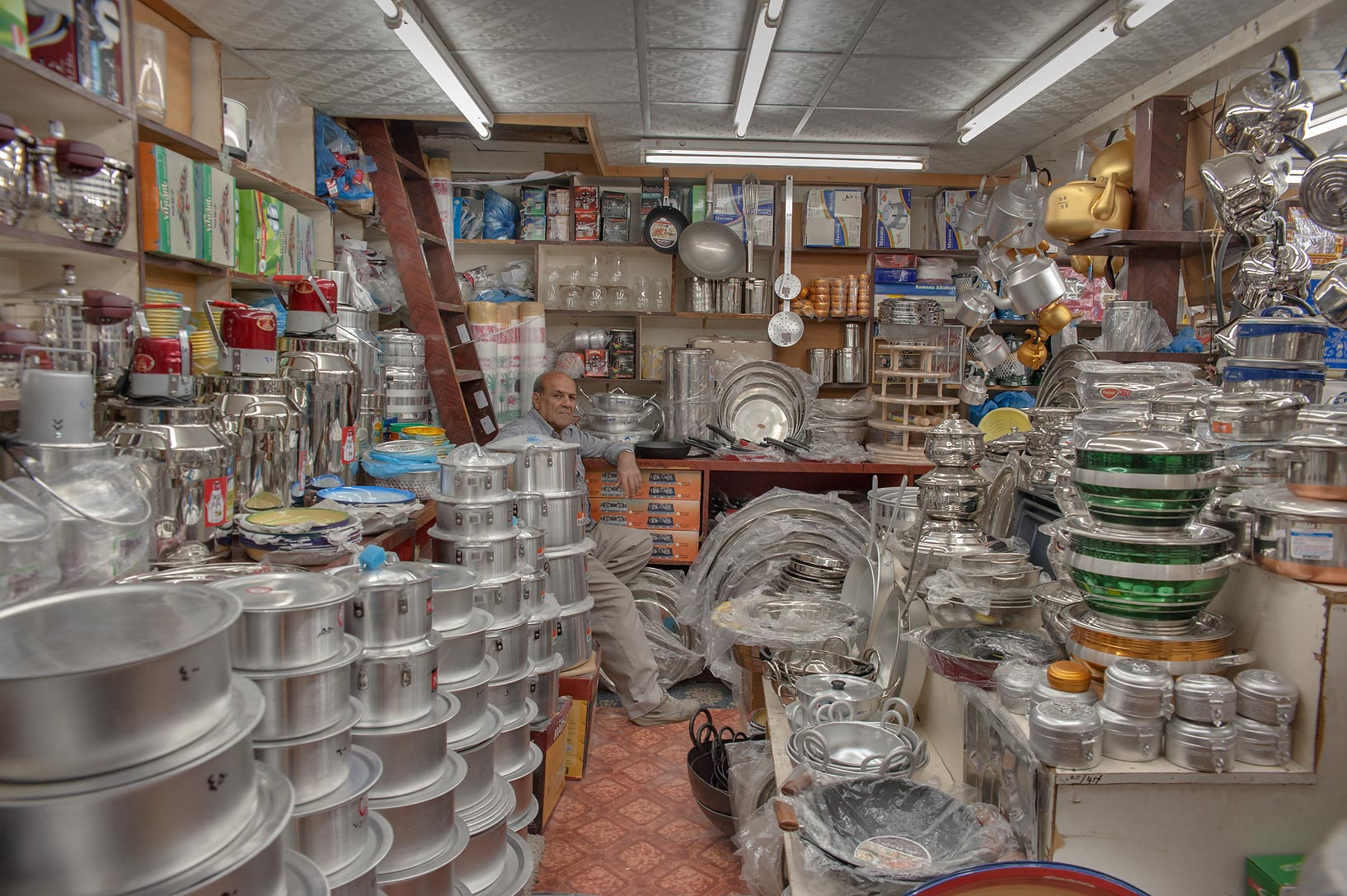 Kitchen ware shop in Souq Waqif (old market). Doha, Qatar