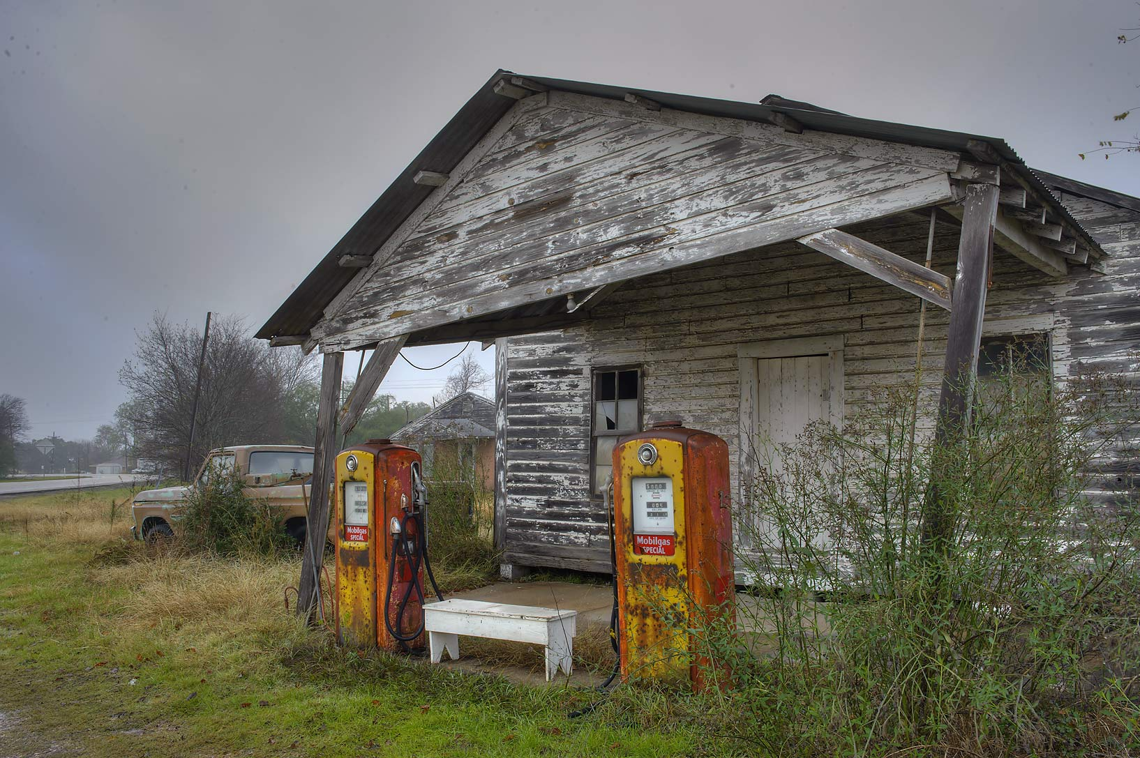 Photo 1315 24 vintage gas station north zulch texas for Classic house radio station