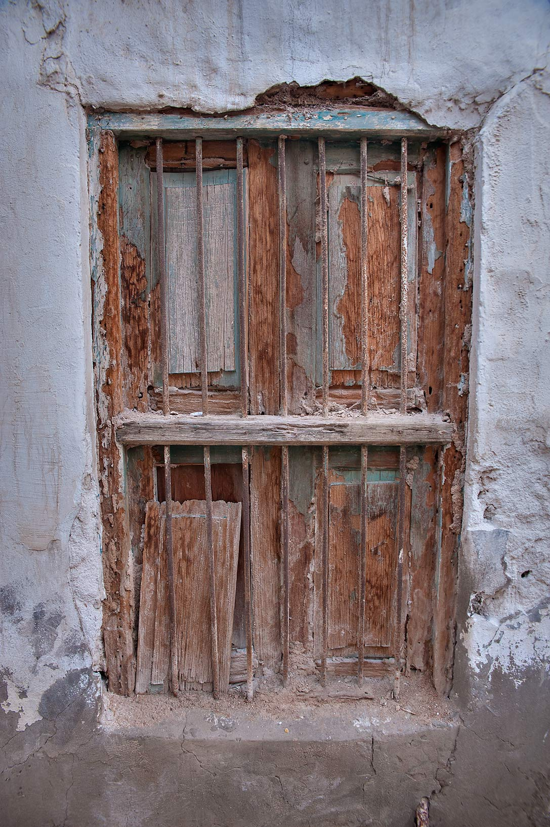 Photo 1323 25 old wooden window in musheirib neighborhood for Wooden windows