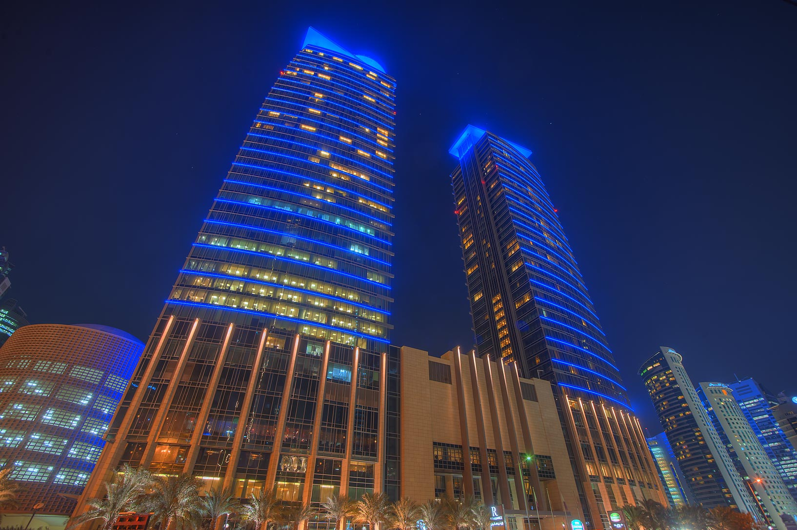 City center Doha - search in pictures