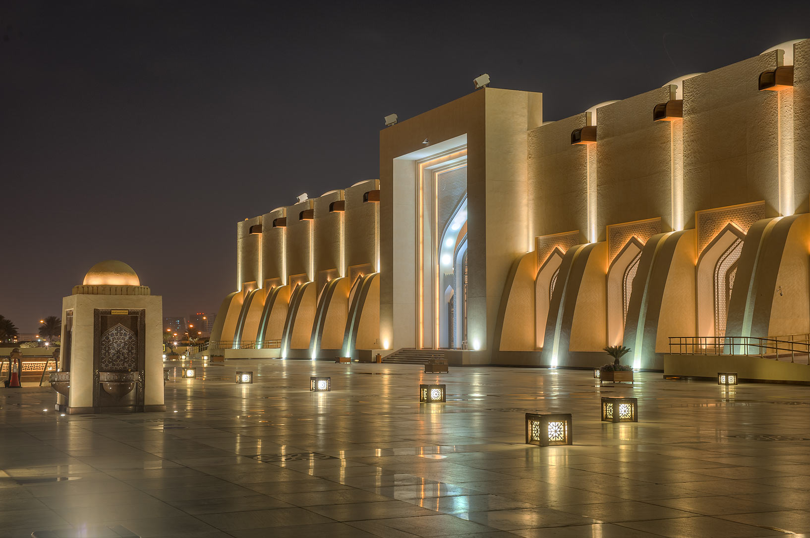 Woman's entrance of State Mosque (Sheikh Muhammad Ibn Abdul Wahhab Mosque). Doha, Qatar