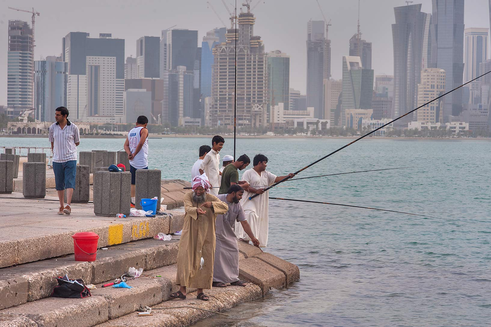 Photo 1404 10 people fishing from corniche with west bay for Videos of people fishing