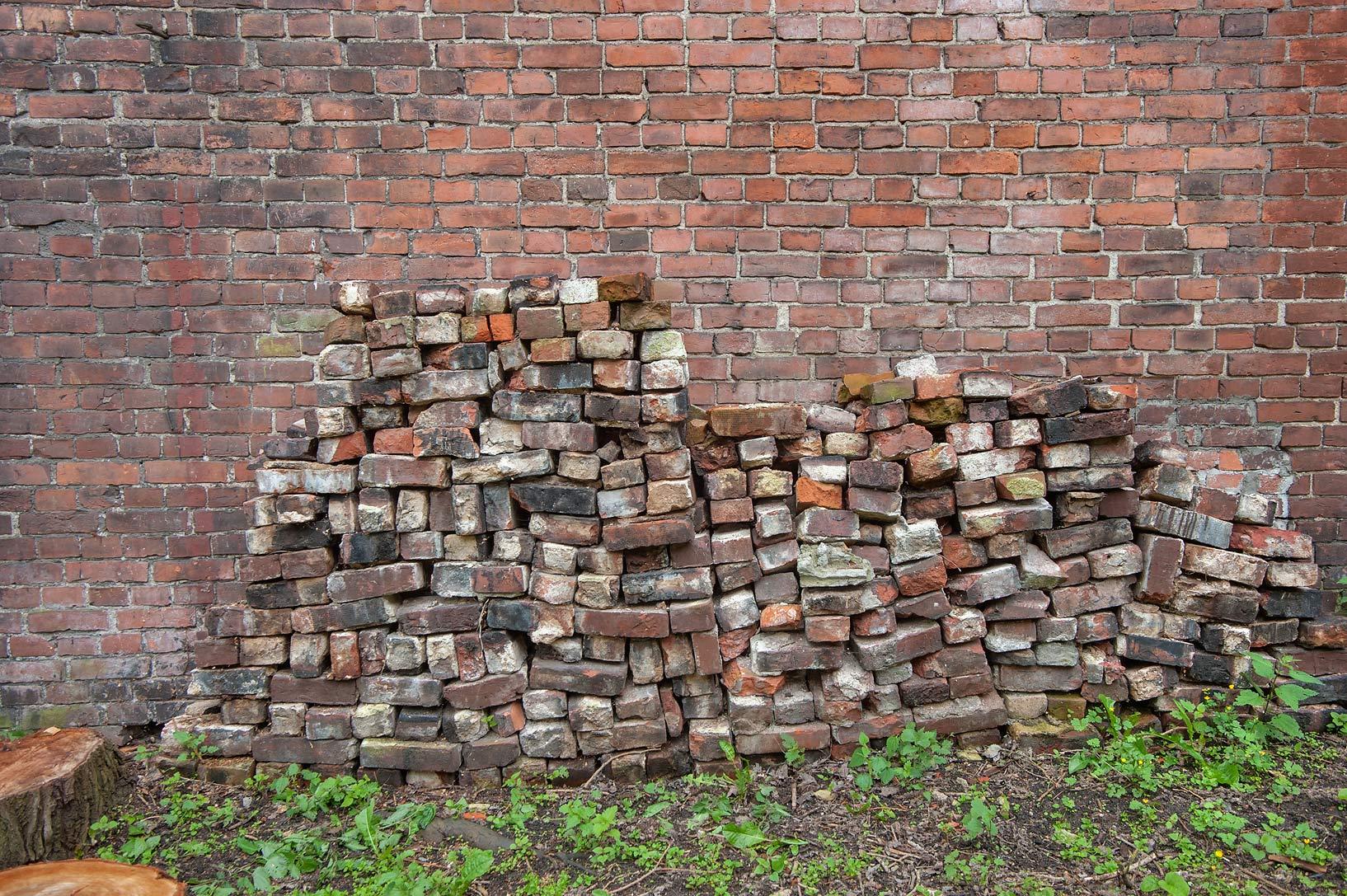 Photo 1441-14: Pile of bricks at Krasnoflotskaya St ...