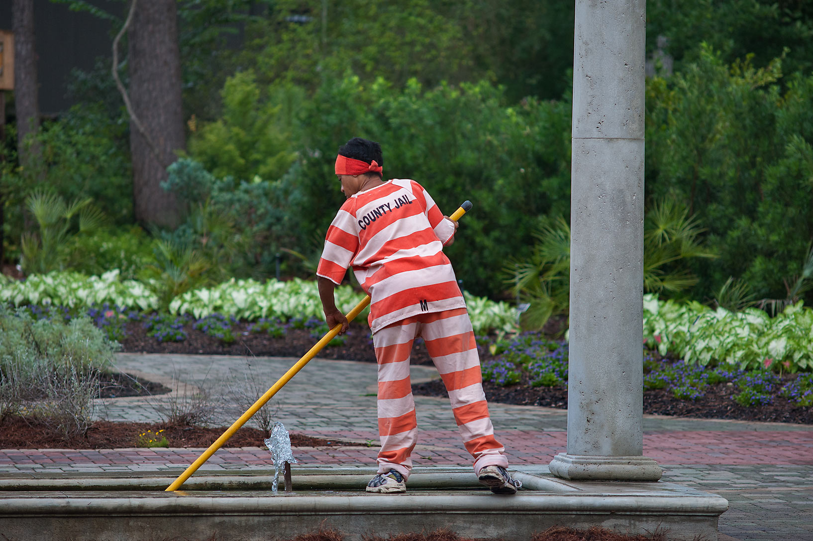 Photo 1458 16 Prisoner Cleaning A Fountain At Morning In Mercer Gardens Humble Houston Area