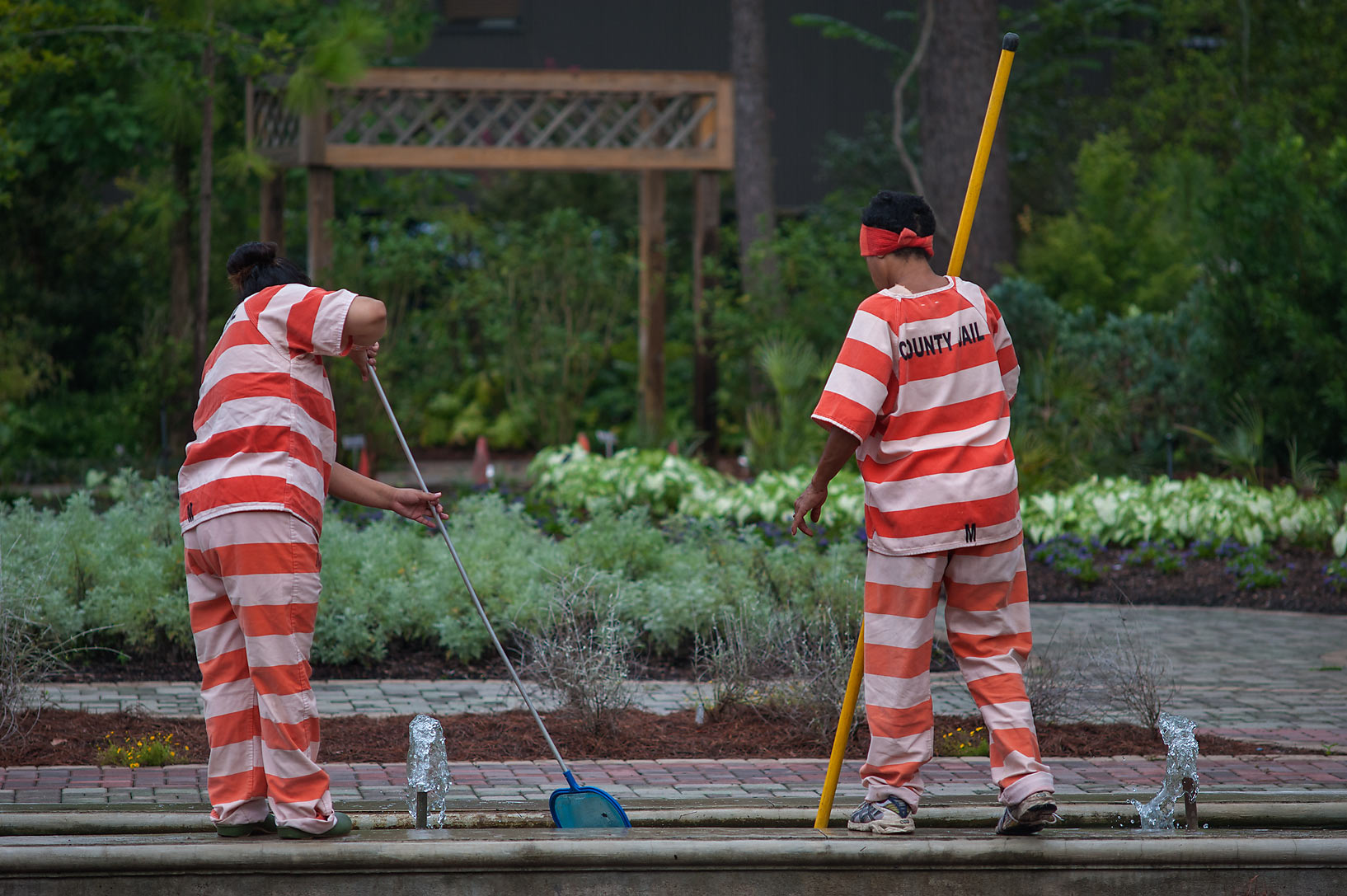 Prisoners taking care of water fountain at...Gardens. Humble (Houston area), Texas