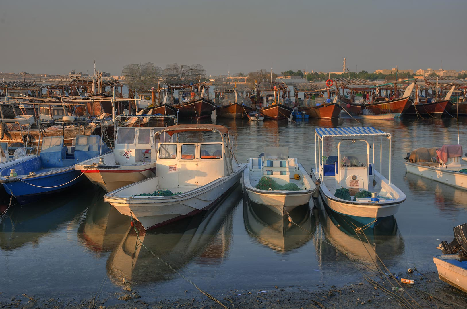 Photo 1481 04 fishing boats in a port al wakra qatar for Port a fishing