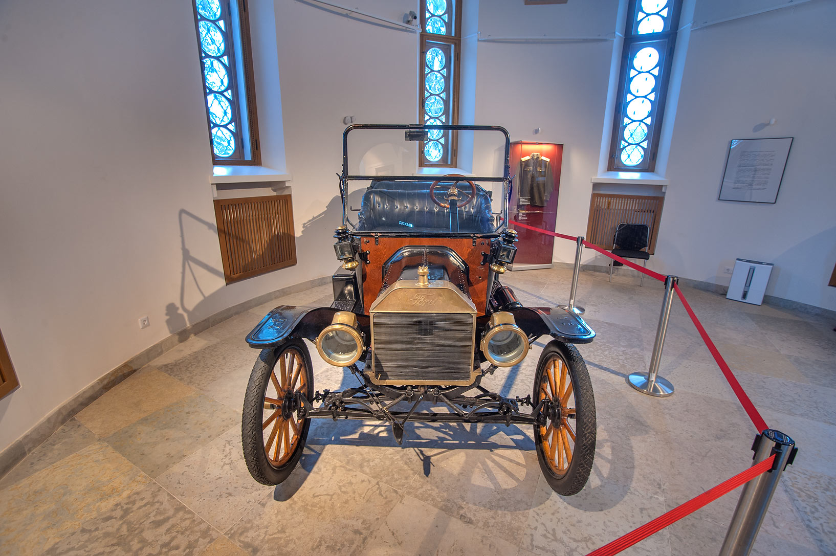 Photo 1519-19: Ford car at First World War exhibition in...Selo ...
