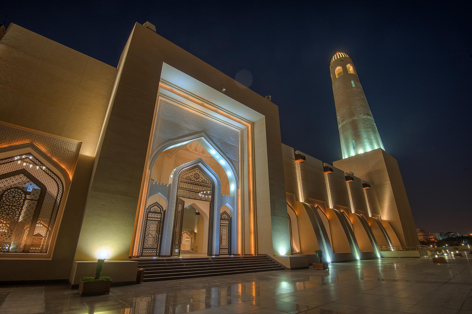 Entrance of courtyard courtyard of State Mosque...Ibn Abdul Wahhab Mosque). Doha, Qatar