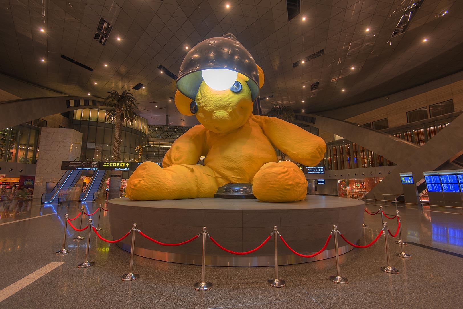 photo 159403 lamp bear sculpture by urs fischer in hamad