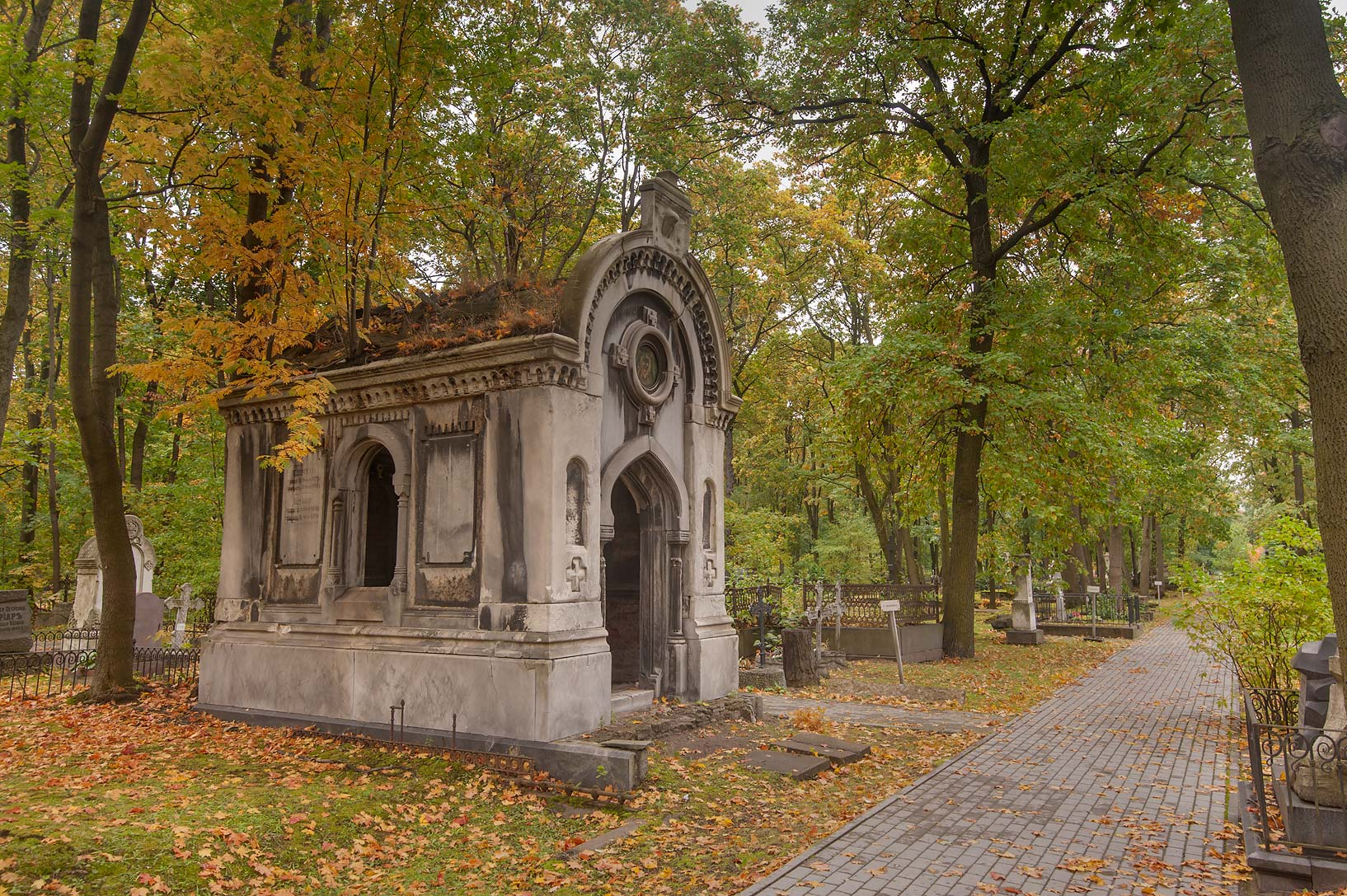 photo 87220 stone mausoleum in novodevichye cemetery at
