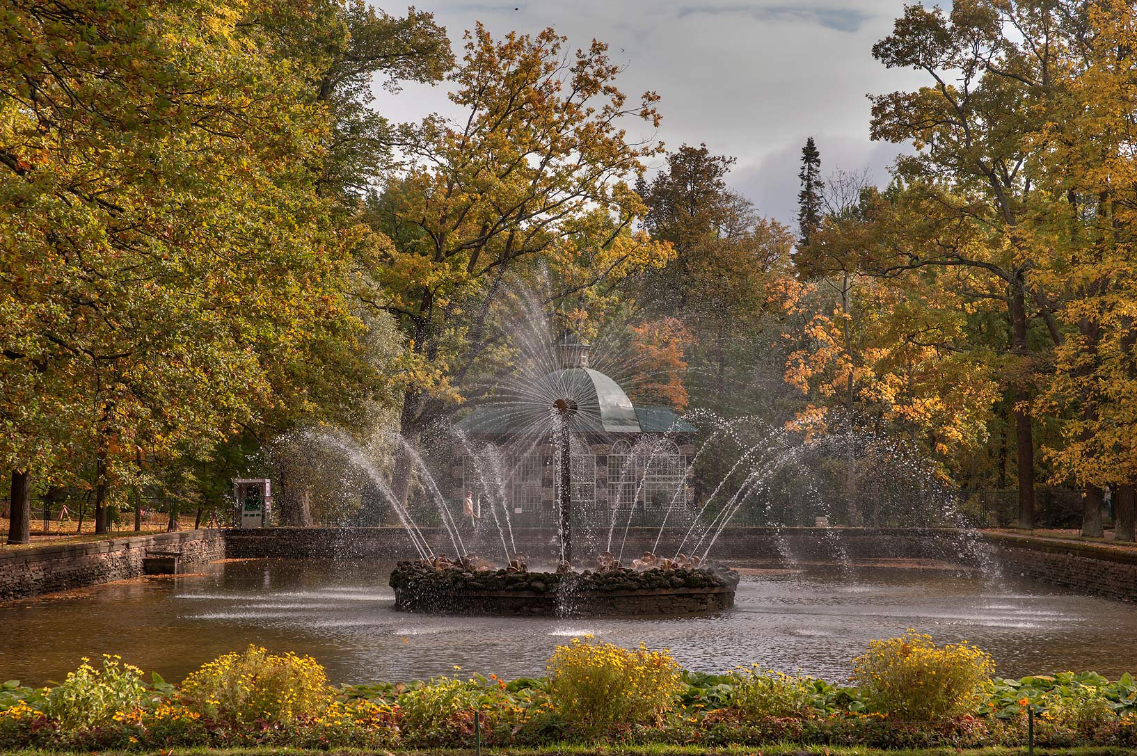 Sun Fountain in Lower Gardens. Peterhof (Petrodvorets), a suburb of St.Petersburg. Russia