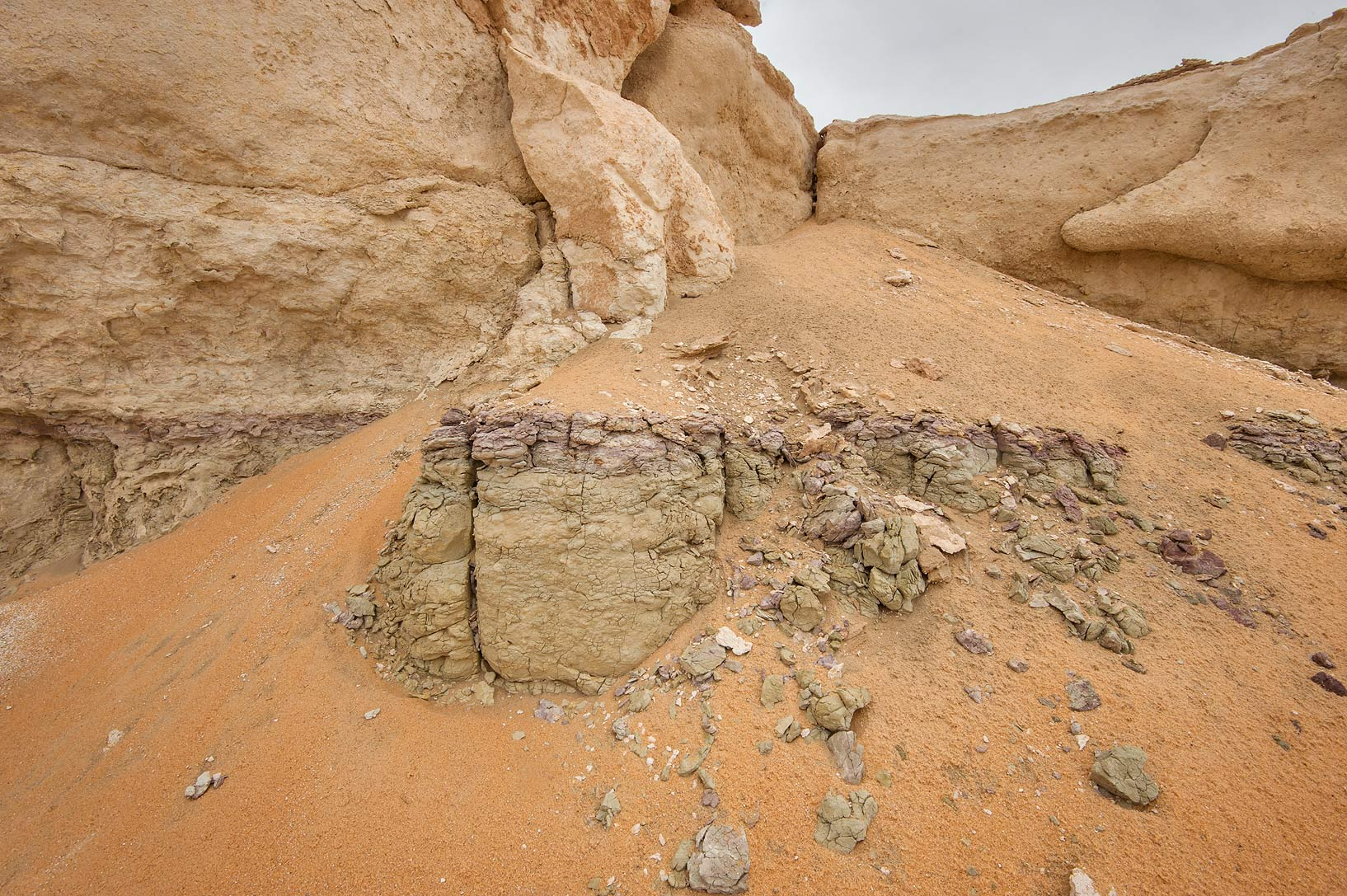 Pink and green clay layer of limestone cliffs in...Reserve near Abu Samra. Southern Qatar
