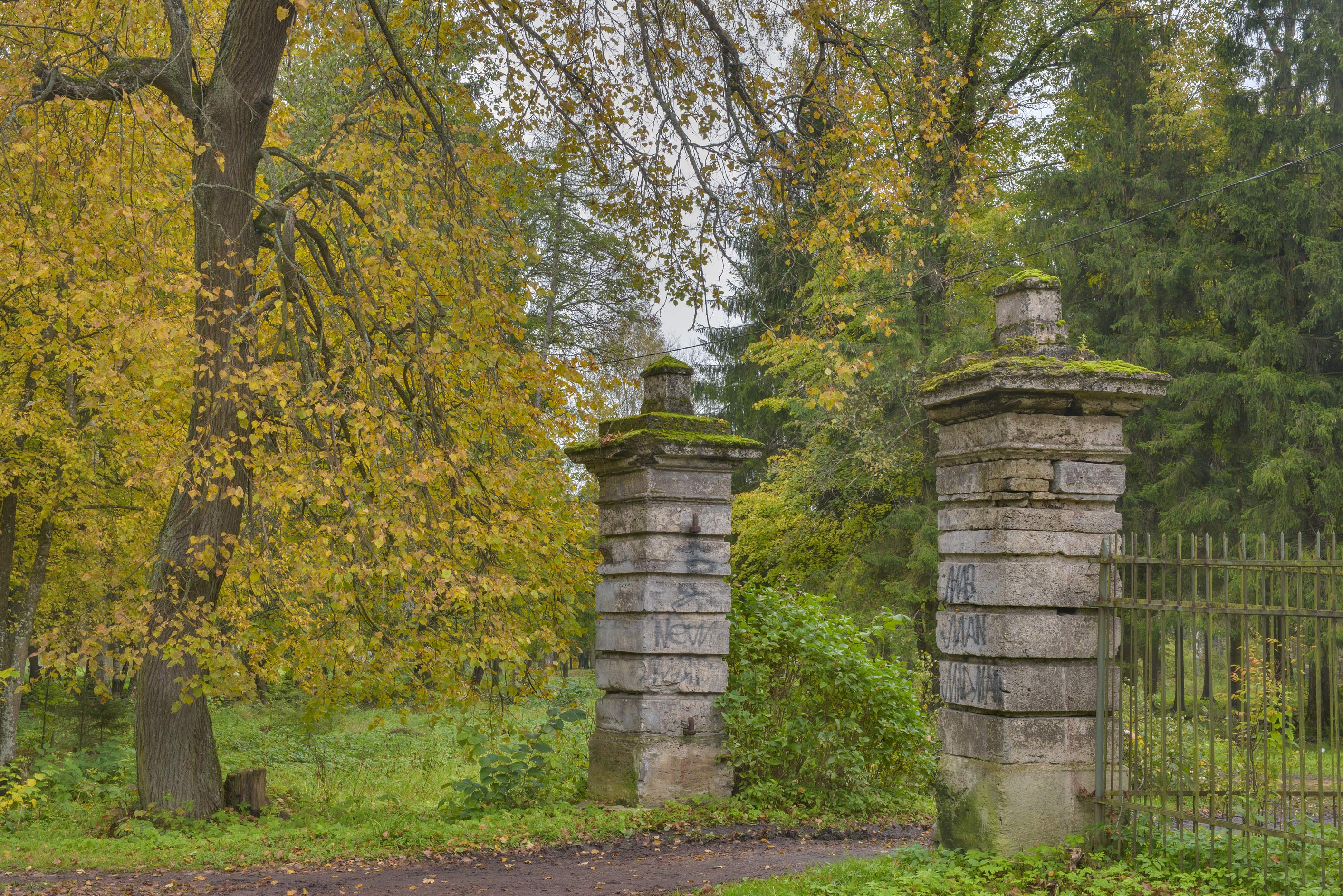 Kaskadskie Gate in Gatchina Park. Gatchina, a suburb of St.Petersburg, Russia