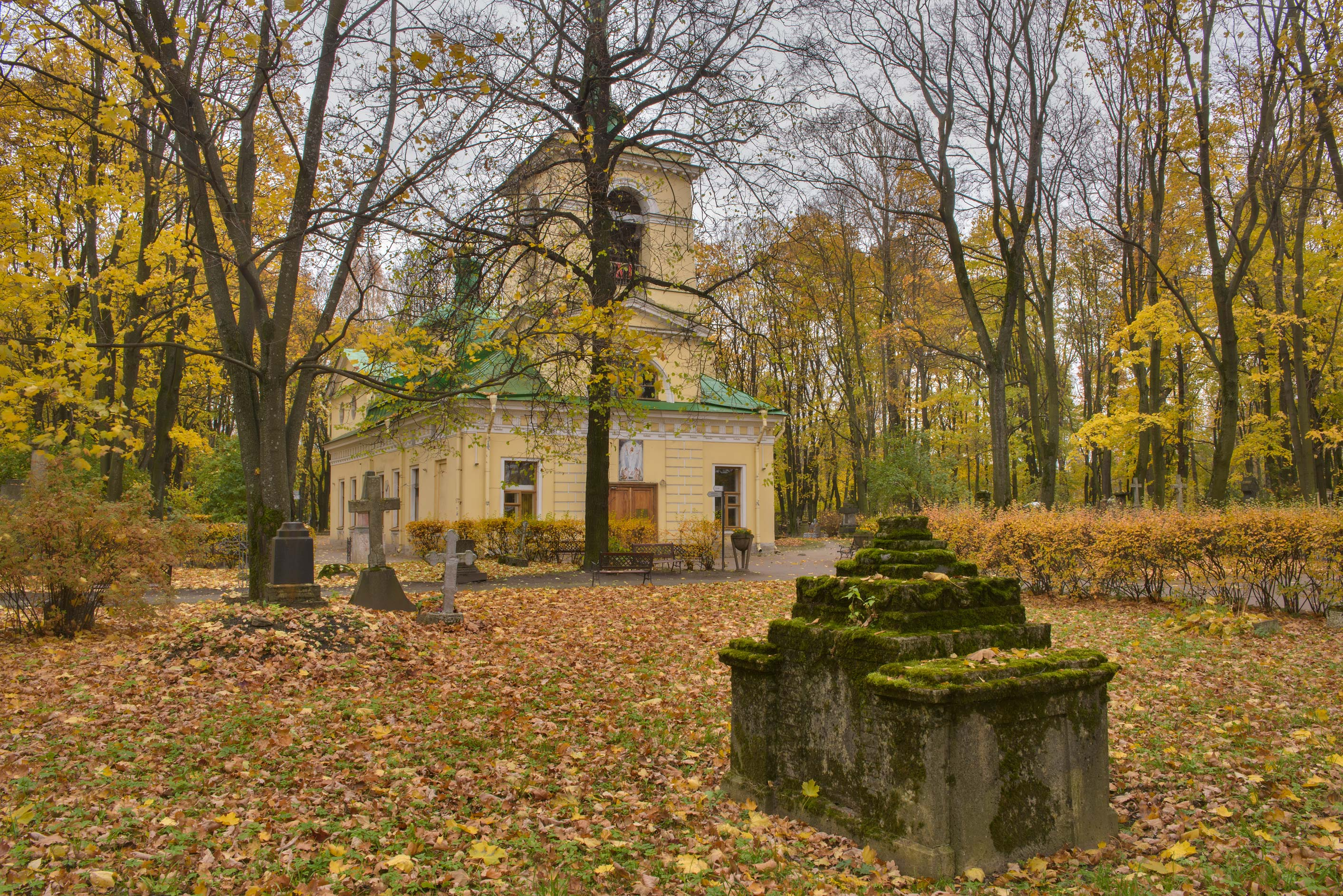 A chapel in Literatorskie Mostki section of Volkovo Cemetery. St.Petersburg, Russia