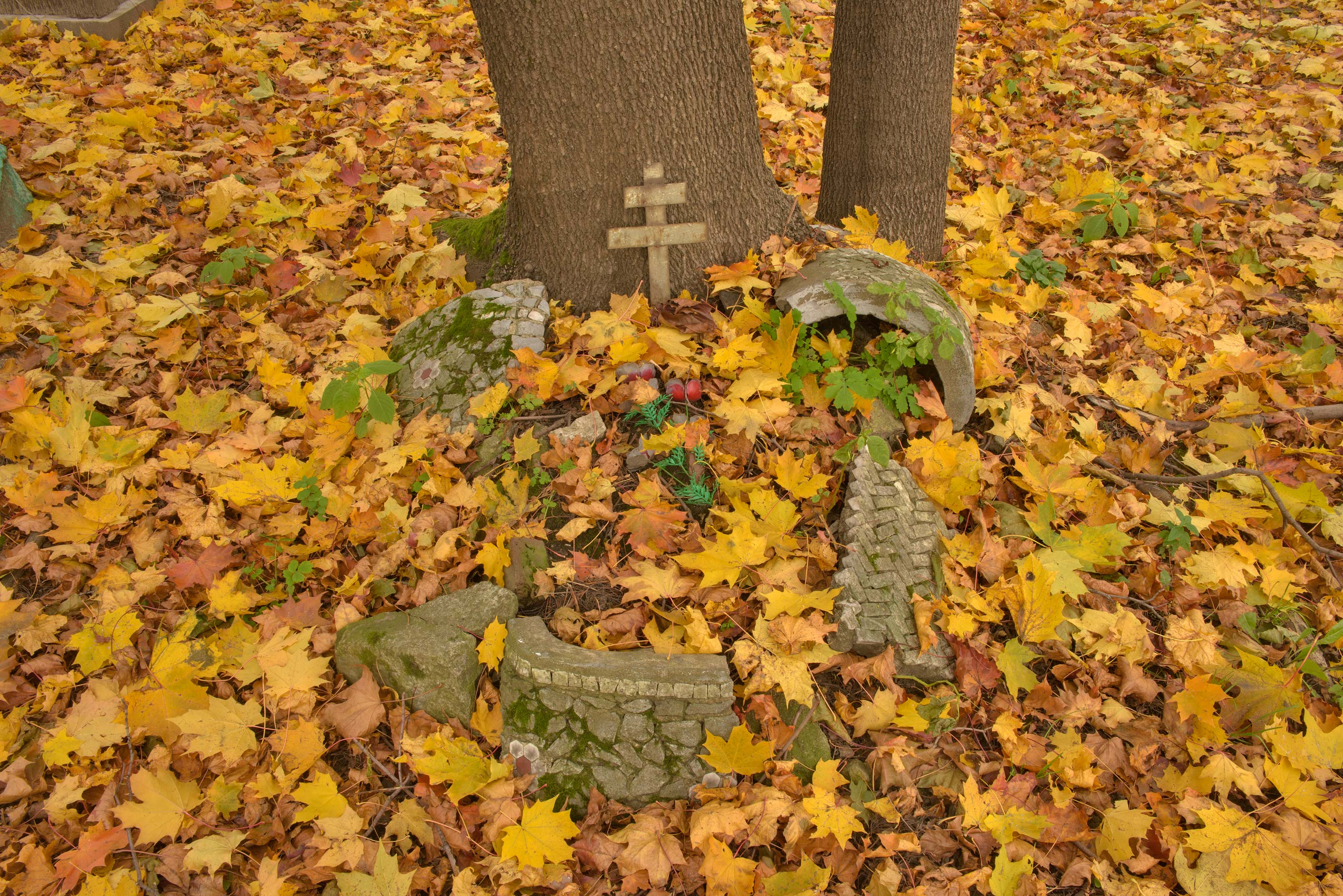 Small unmarked tomb in Novodevichye Cemetery at Moskovskiy Prospect. St.Petersburg, Russia