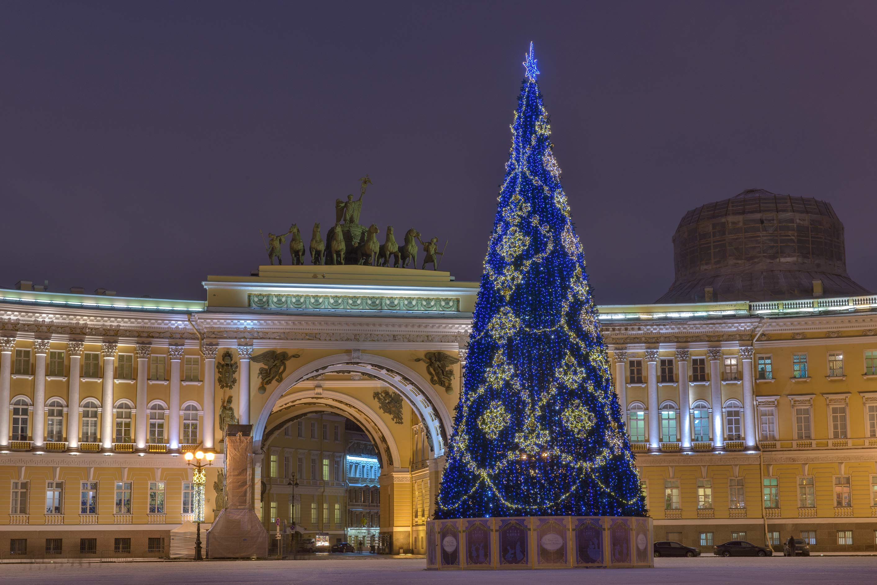 Christmas tree and General Staff Building on Dvortsovaya Square. St.Petersburg, Russia