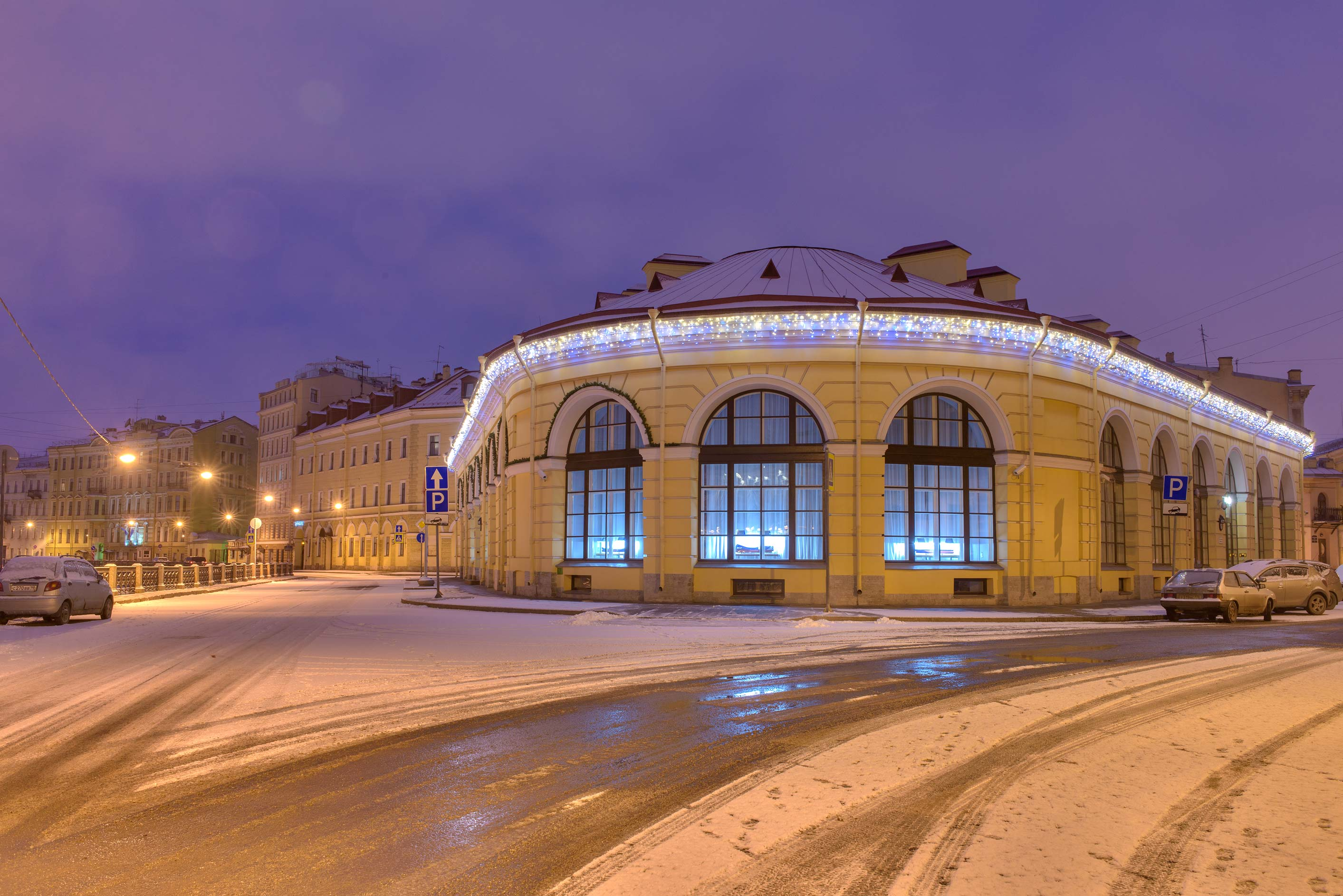 Round Market at a corner of Aptekarsky Pereulok...Embankment. St.Petersburg, Russia